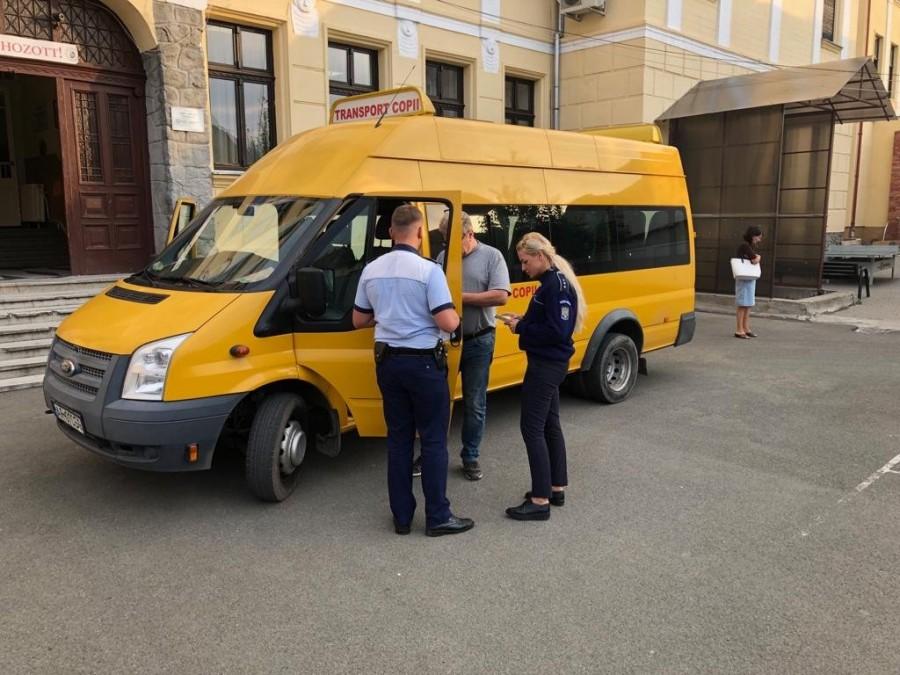 Control în trafic al microbuzelor școlare