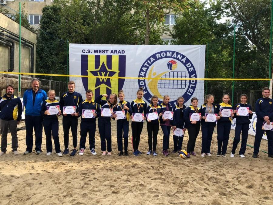 """Școala gimnazială """"Aron Cotruș"""" și-a inaugurat baza sportivă CS. WESTAR ARAD BEACH VOLEI"""
