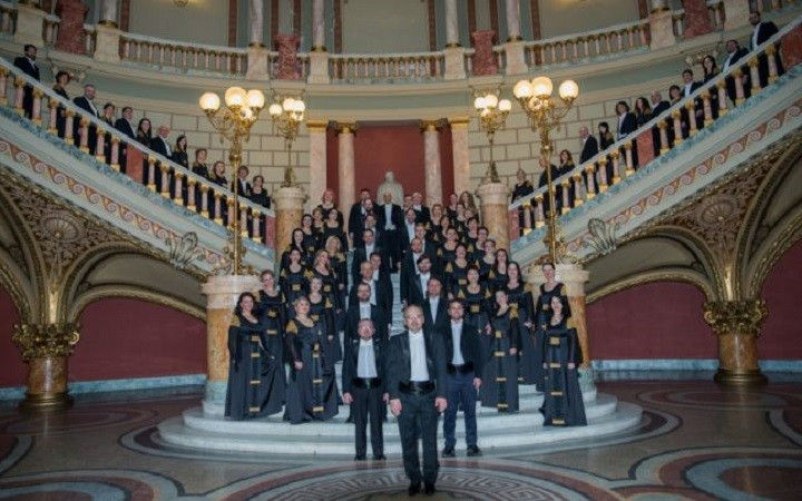 """Corul Filarmonicii """"George Enescu"""" aniversează 70 de ani de existenţă, alături de pianistul și dirijorul Christian Zacharias"""