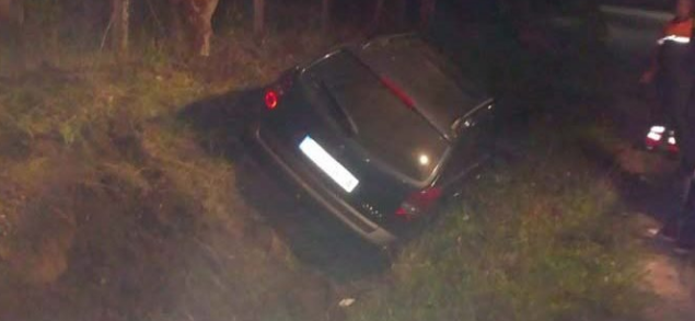 """Un """"șofer"""" a derapat și a ajuns cu mașina în șanț, la Pilu"""