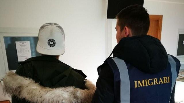 Mai mulți cetățeni străini au fost îndepărtați sub escortă de pe teritoriul țării