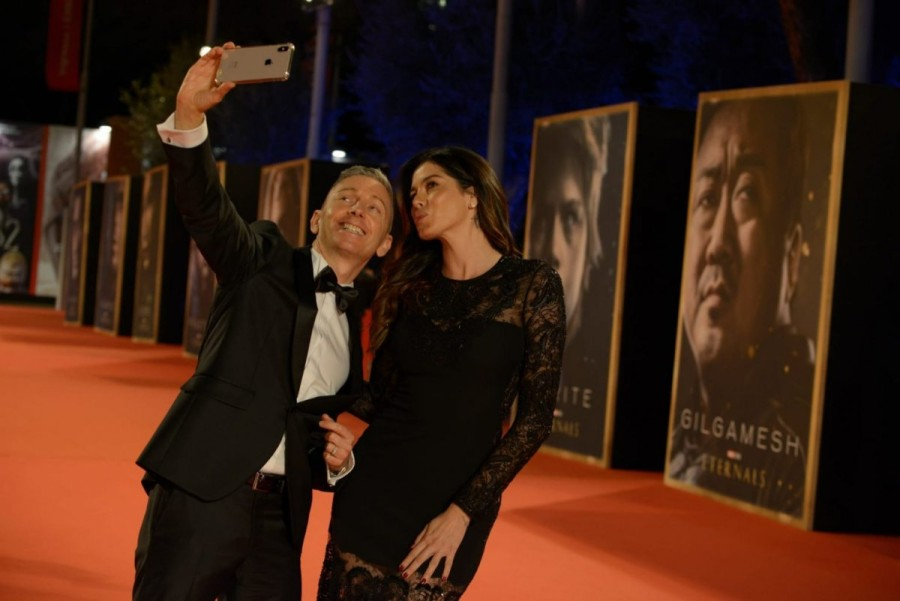 Aida Yespica, pe covorul roşu la Roma, la premiera celui mai nou film în care joacă Angelina Jolie