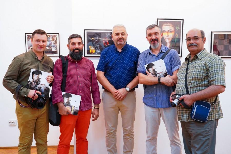 FotoClubPro Arad a vernisat aseară Salonul Internațional de Artă Fotografică