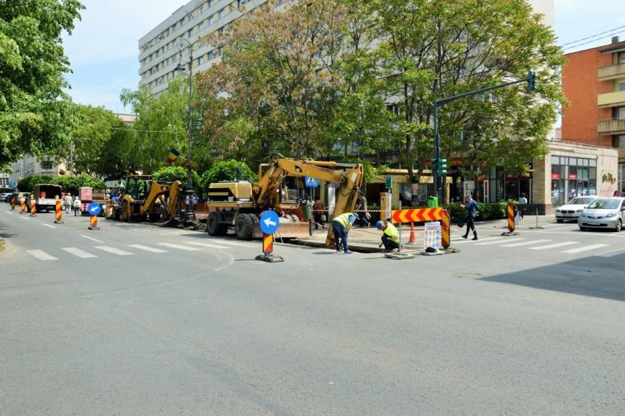 Trafic restriţionat în mai multe intersecţii de pe Bulevardul Revoluţiei