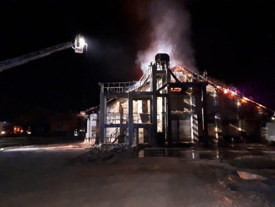 Incendiu la un depozit de cereale în Sântana