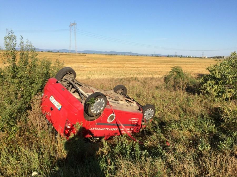Opel cu roțile-n sus pe șoseaua de centură a Aradului