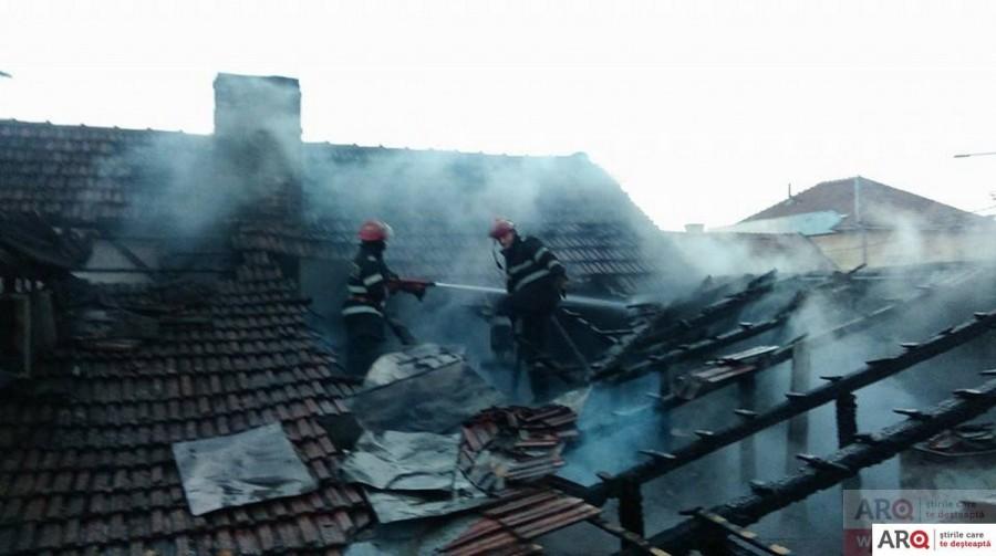 Incendiu la o casă-n Arad