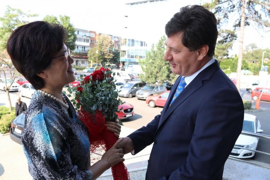 Aradul ar putea fi inclus în itinerarul televiziunii din Hainan care va veni în România să promoveze atracțiile turistice de aici