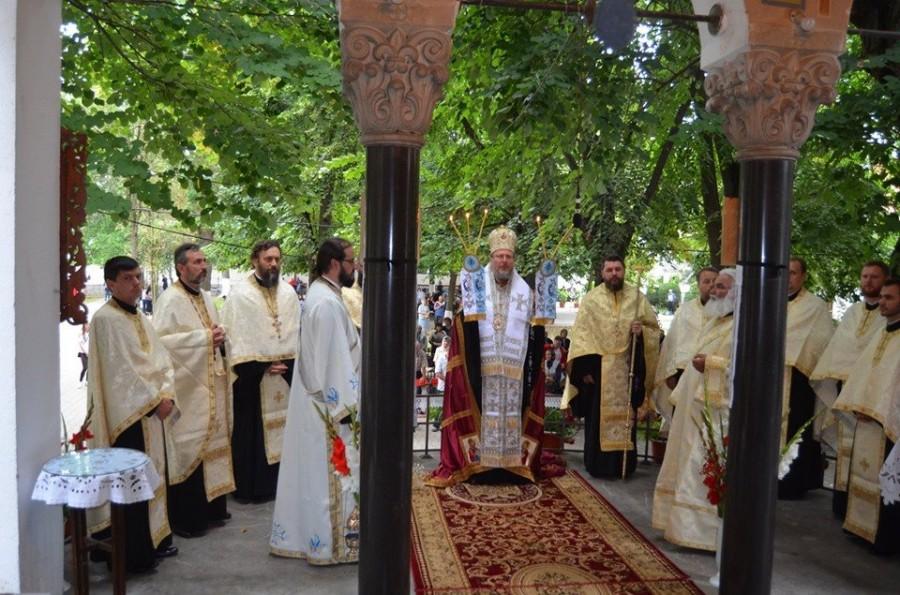 Slujba de Priveghere şi Procesiunea Drumul Crucii în ajunul praznicului Adormirii Maicii Domnului la Mănăstirea Hodoş-Bodrog