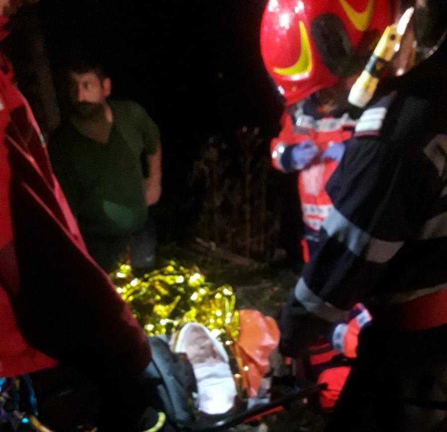 Bărbat accidentat grav de cablul unui utilaj în pădure la Ignești