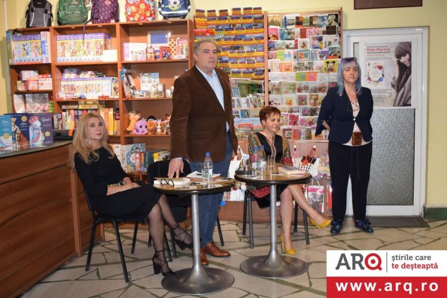 """Adrian Cioroianu, cu """"Un centenar și mai multe teme pentru acasă"""", a umplut de lume Librăria CORINA"""