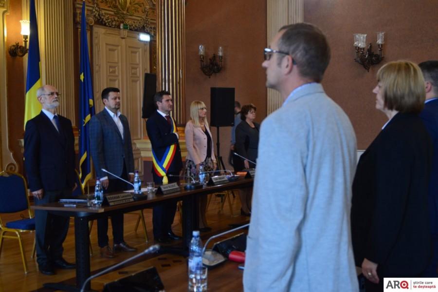 Consilierii locali au votat ieftinirea gigacaloriei, acordarea burselor şcolare şi reabilitarea căilor de acces pe malul Mureşului