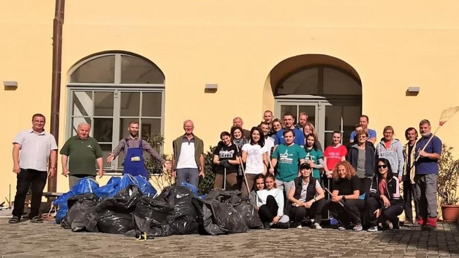 """Acțiunea """"Curățenie și povești la Maria Radna"""" un succes pentru Asociația Turism Alternativ"""