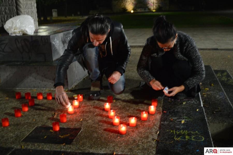 Victimele de la Colectiv au fost comemorate aseară în Parcul Eminescu
