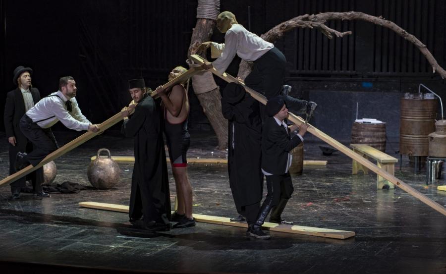 """""""SALBA DRACULUI"""", astăzi în Festivalul Internațional de Teatru Clasic Arad"""