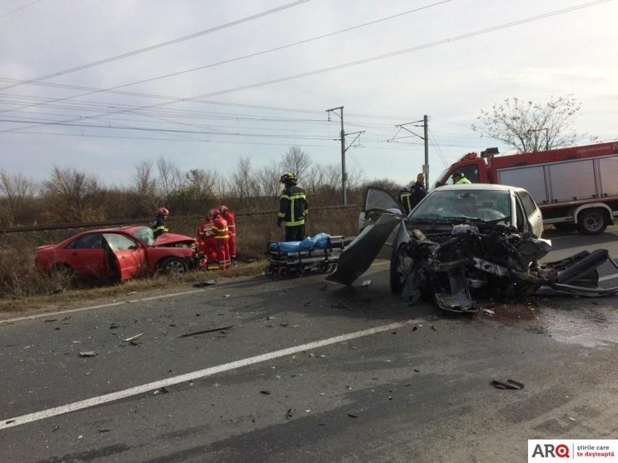 Accident violent între o Toyota și un Audi pe șoseaua Arad - Șofronea / UPDATE: Șoferul responsabil de producerea coliziunii a murit la spital