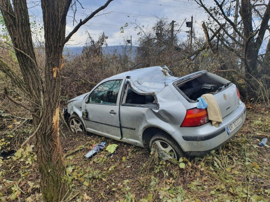 Accident cu VW și doi răniți la Bătuța