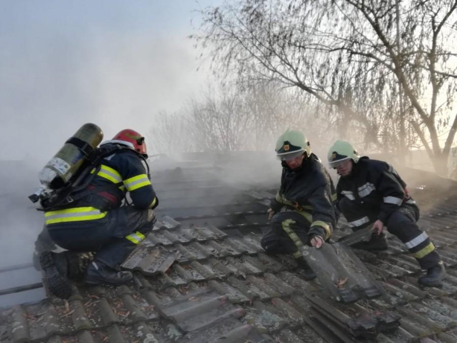 Incendiu la anexa unei stații de alimentare cu carburant în localitatea Vinga