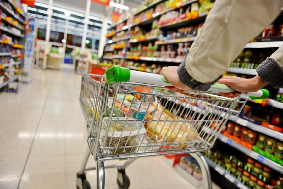 Două hoațe septuagenare au dat atacul pe rând la un supermarket