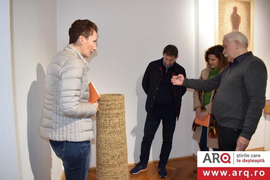 """""""E LA NAVE VA"""" - Expoziție programatică a opt reprezentativi artiști plastici arădeni la Muzeul de Artă Arad"""
