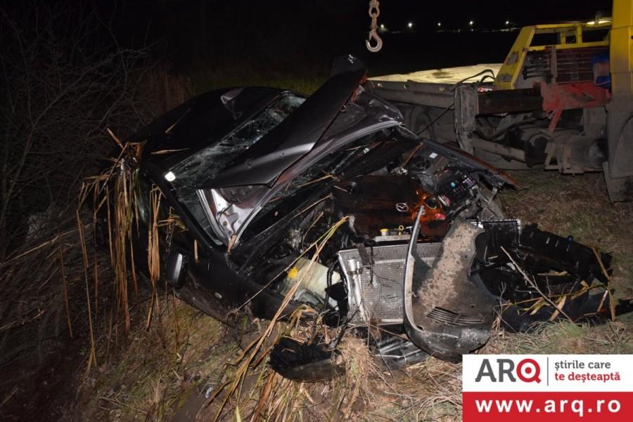Accident cu MAZDA și doi răniți lângă Firma Pito Trans