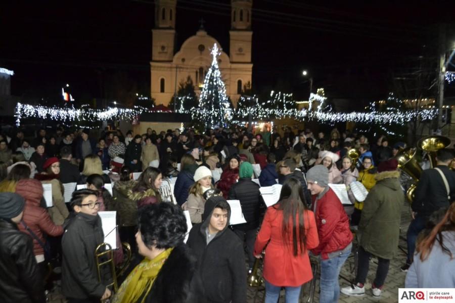 """Festivalul de colinde """"Crăciunul la noi acasă"""", la Buteni"""