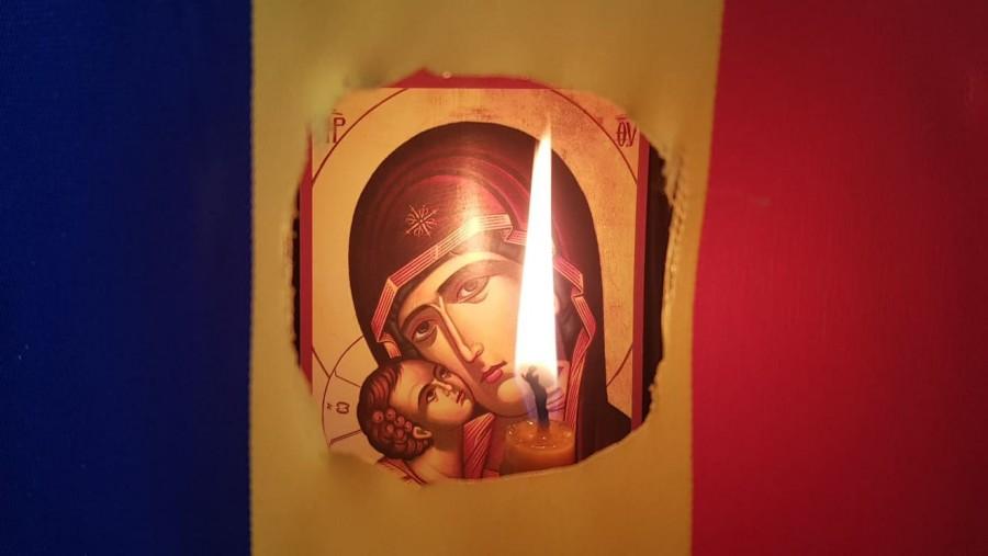 Bat clopotele peste România. Slujbe de pomenire pentru Eroii Revoluției din 1989, în toate bisericile și mănăstirile Patriarhiei Române