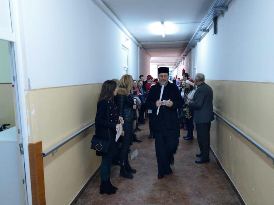(FOTO) PS Emilian Crișanul, în vizită la cei aflați pe patul de suferință în Ajunul Crăciunului