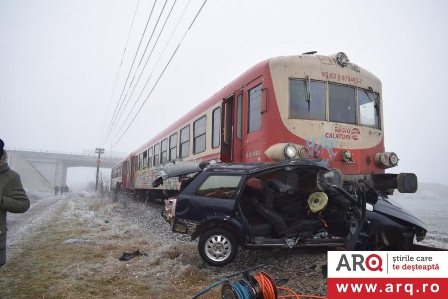 Accident cu mașină lovită de tren și un mort în Aradul Nou