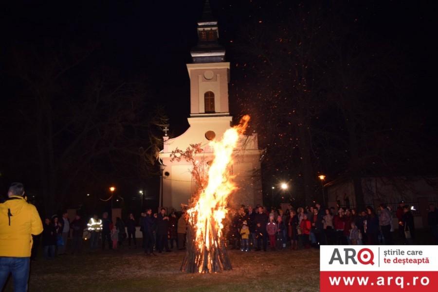 În ajunul Crăciunului pe rit vechi la Biserica Ortodoxă Sârbă din Gai a fost aprins badnjak-ul