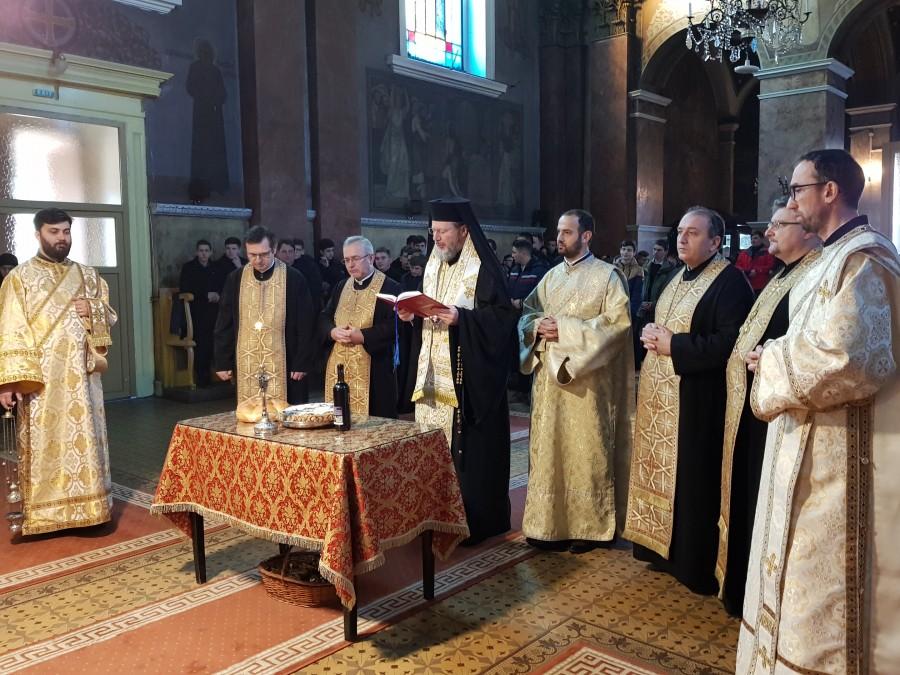 (FOTO) Slujbă de pomenire pentru Mihai Eminescu, la Catedrala Veche din Arad
