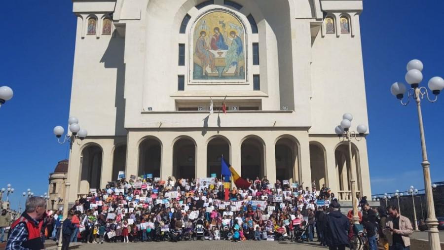 """Martie va fi luna """"Pentru viață. Pentru părinți. Pentru copii"""", în toată România și Republica Moldova"""