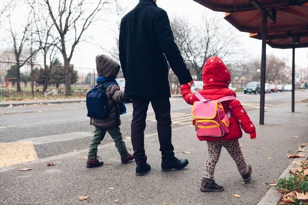 Angajații care au copii mici vor avea program flexibil la muncă