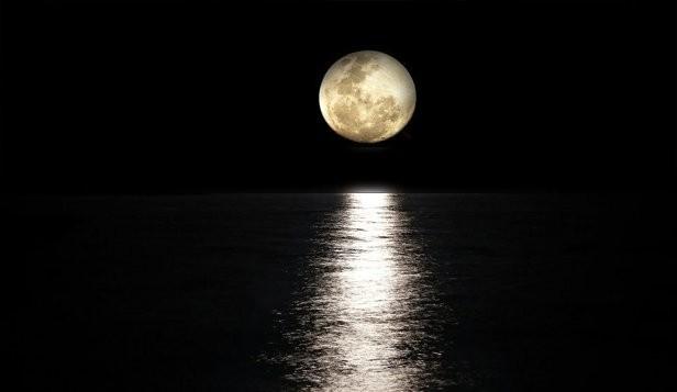 Fenomen spectaculos pe cer: Super Luna de Zăpadă, prima Super Lună din 2020