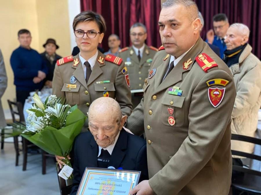 A venit pe jos din Siberia și a traversat înot Tisa. Veteranul de război Teodor Avram a împlinit 100 de ani