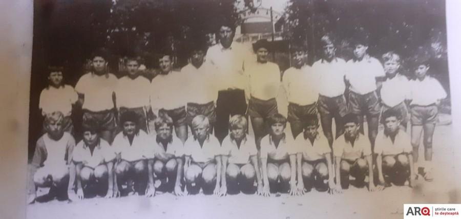 """Grupul organizator al evenimentului care va marca 50 de ani de la câștigarea , în 1970, a Cupei UTA la fotbal școlar, se întrunește la """"Cuibul Cocorilor"""""""