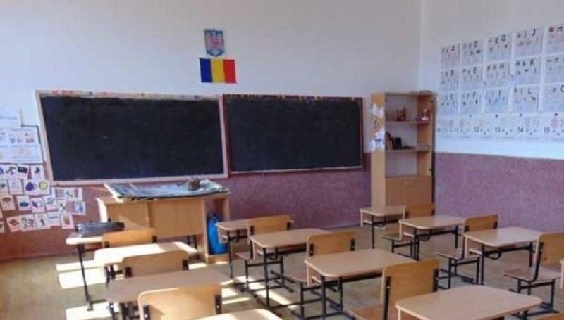 Școlile rămân închise până după Paște, cât e anunțată starea de urgență