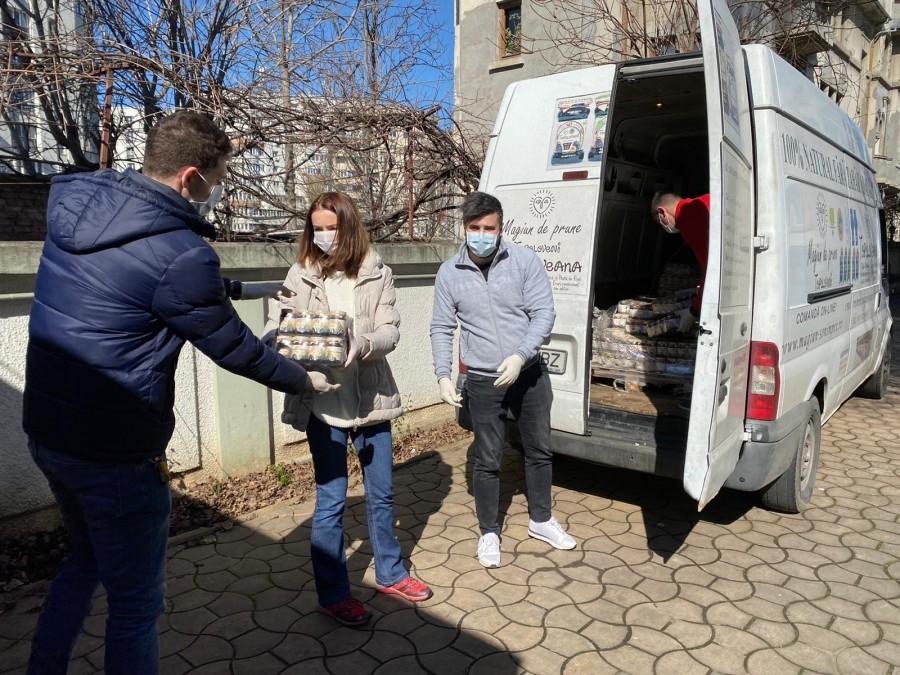 Producătorul Magiunului de prune Topoloveni face donații către centrele de carantină