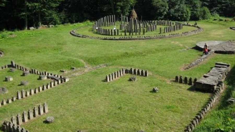 Cetăţile dacice din Munţii Orăştiei, care fac parte din patrimoniul UNESCO, vor fi protejate şi conservate de consiliile judeţene