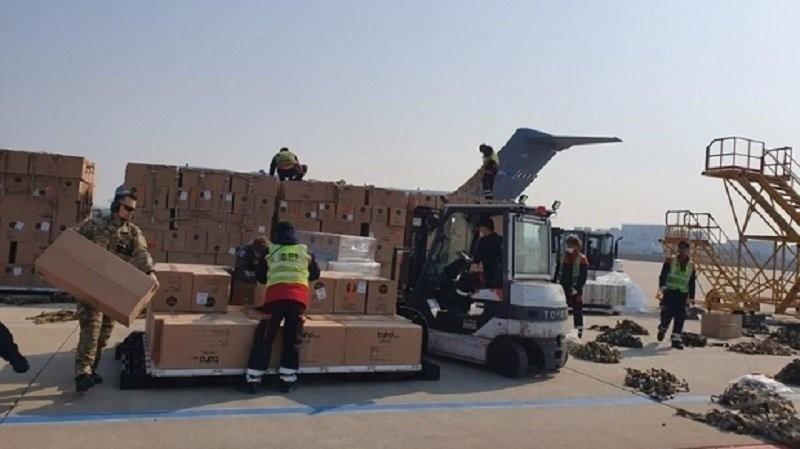 Un transport cu 45 de tone de echipament medical din Coreea de Sud a ajuns în România