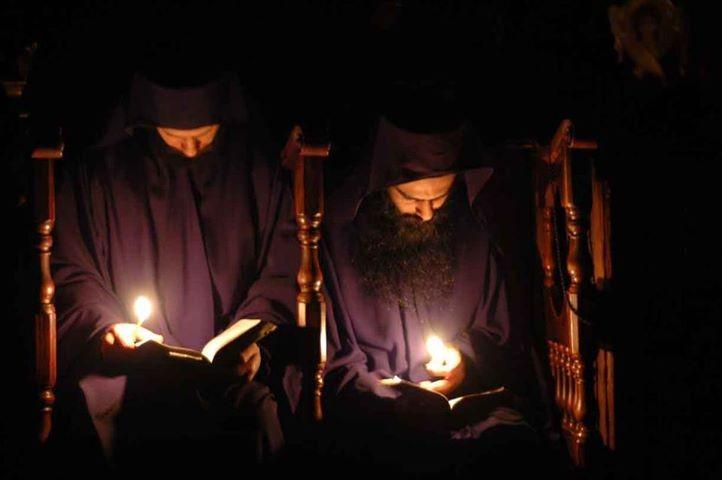 Priveghere în Sfântul Munte pentru combaterea pandemiei. Credincioșii sunt chemați să se alăture în rugăciune