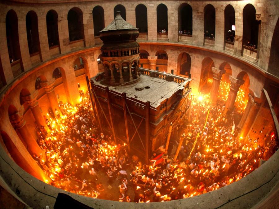 Vești bune de la Ierusalim: Ceremonia pogorârii Sfintei Lumini va avea loc și în acest an