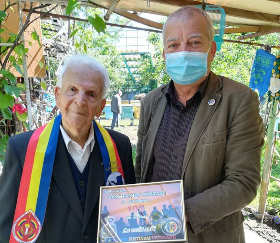 """Veteranul de război Năstase Constantin, la 105 ani de viață: """"După ce am trecut Nistrul, am îngenunchiat, am sărutat pământul românesc, am zis Tatăl nostru şi am zis: Astăzi m-am născut a doua oară!"""""""