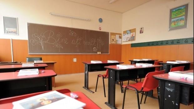 Propunerile INSP pentru reluarea școlii în siguranță: clase cu 15 elevi, ore de 30 de minute și pauze de 20