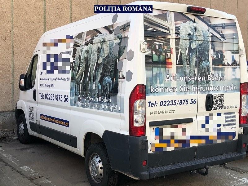 Microbuz dat dispărut în Austria, găsit la Arad pe o stradă din Micălaca