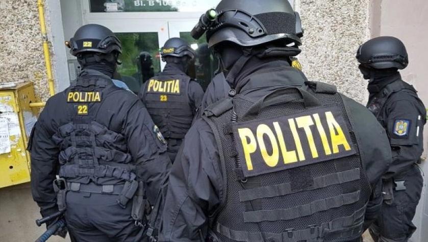 Grupare specializată în fraude informatice și înșelăciuni destructurată de DIICOT la Arad