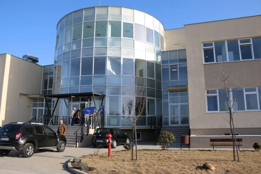 Spitalul Județean renunță la o parte din personalul angajat în perioada stării de urgență
