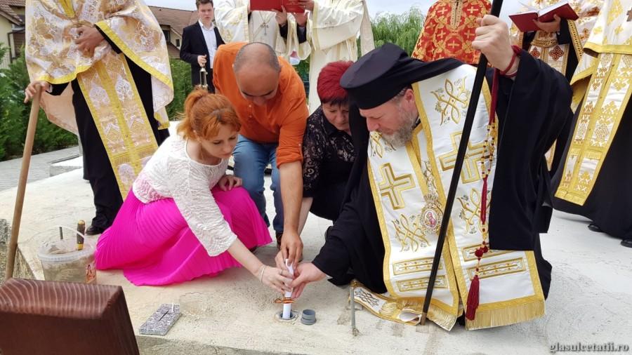 PS Emilian Crișanul a pus piatra de temelie pentru biserica Paraclisului Eparhial din incinta Clinicii Laser System din Vladimirescu