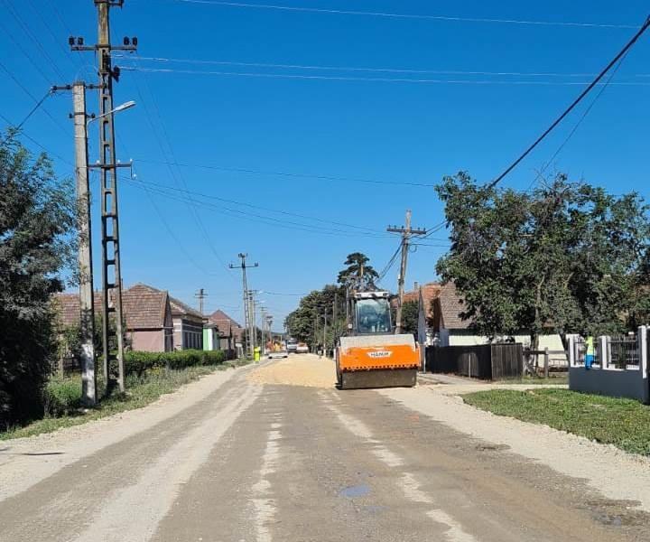 """Iustin Cionca: """"Firma constructoare a anunțat că va lucra non-stop pe drumul județean Pâncota-Buteni"""""""