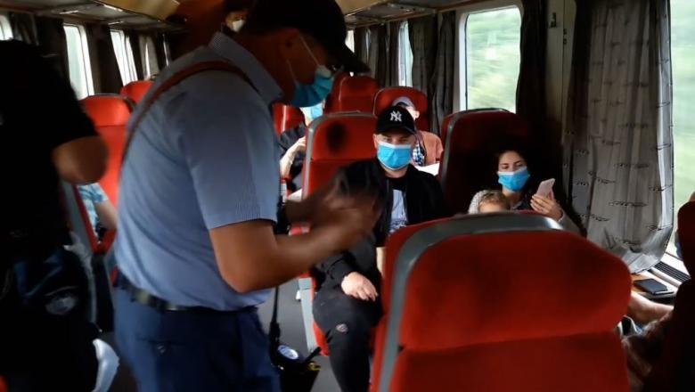 Șefii de tren îi pot amenda pe călătorii care nu poartă mască